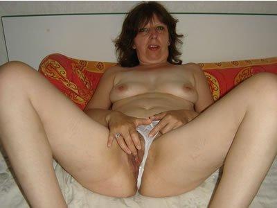 Szexéhes feleség házipornó képei