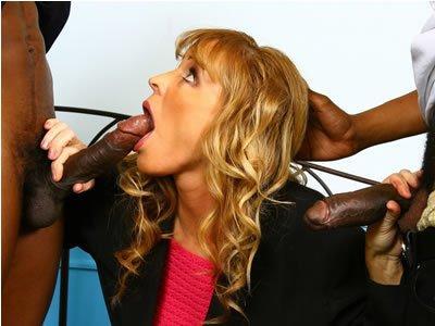 Feketék és MILF-ek – Nicole Moore