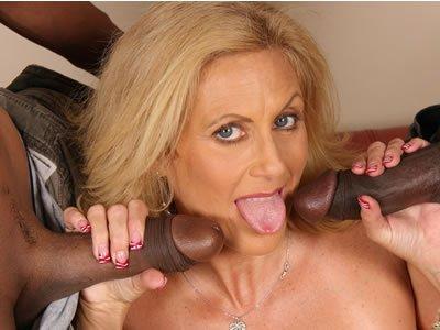 Feketék és MILF-ek – Dana Devine