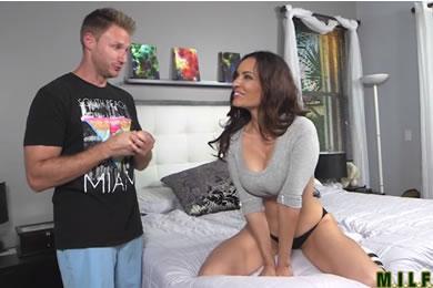 Aleksandra Summers - szex a fiam haverjával