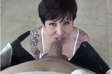 Amatőr MILF pornó - szopatás kamerával